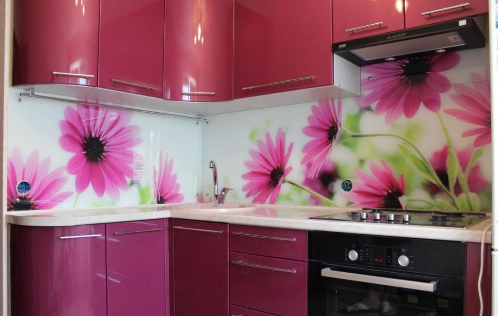 готовые пластиковые кухни с фотопечатью расаположен