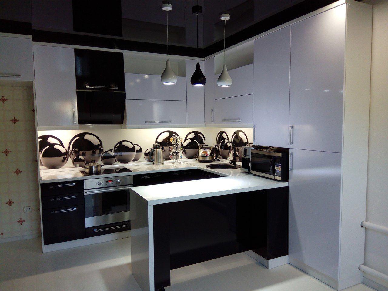 также фото кухни в панельке боковом шве